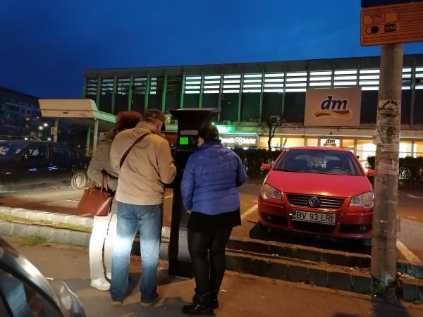 organizează parcarea lângă casă și câștigă bani)